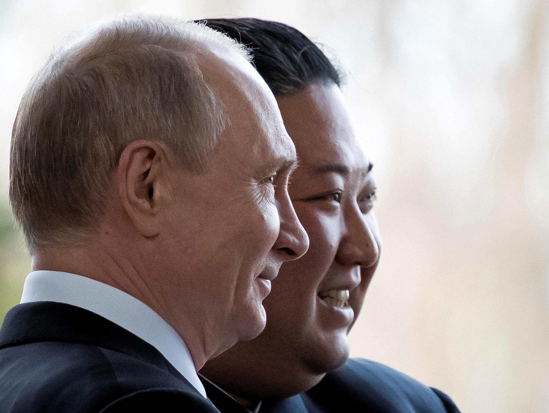 Le président russe, Vladimir Poutine et son homologue nord coréen, Kim Jong-un à Vladivostok en Russie, le 25 avril 2019.