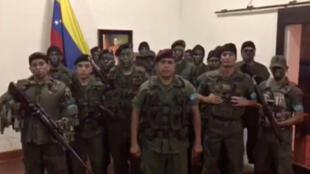 Capture d'écran du message vidéo d'un groupe de militaires qui assuraient qu'il ne « s'agissait pas d'un coup d'Etat mais d'une action civique et militaire pour rétablir l'ordre constitutionnel et sauver le pays de la destruction totale ».