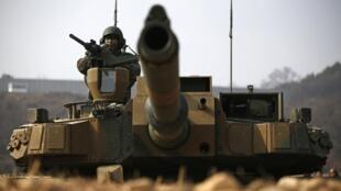 Des tanks sud-coréens se mettent en position durant un exercice militaire (photo d'illustration).