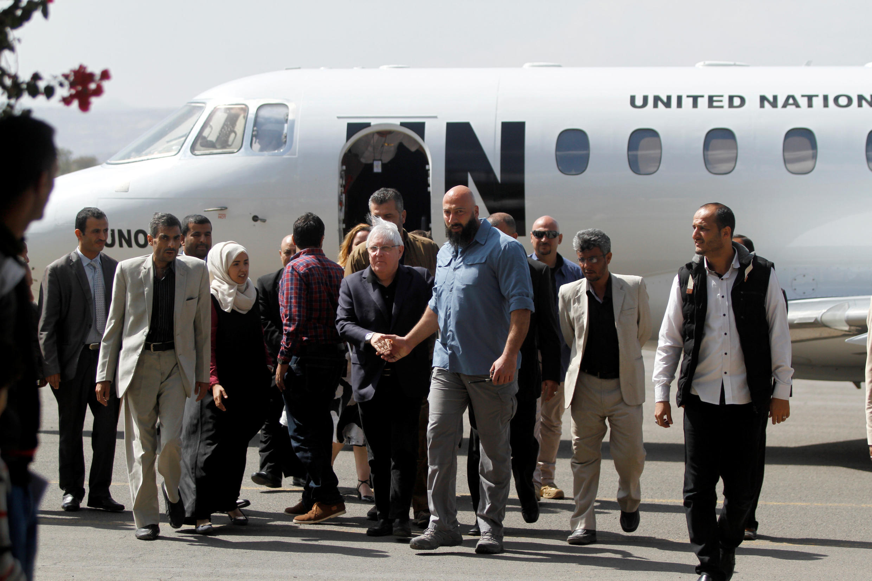 """ورود """"مارتین گریفیث"""" نماینده  سازمان ملل متحد، به فرودگاه بینالمللی صنعا پایتخت یمن. چهارشنبه ٣٠ آبان/ ٢١ نوامبر ٢٠۱٨"""