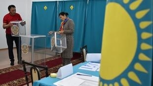 Избирательный участок в столице Казахстана 8 июня перед выборами президента