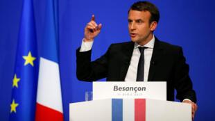 Emmanuel Macron durante discurso em Besançon em 11 de abril de 2017