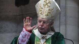 Кардинал Анджело Скола - один из возможных кандидатов на папский престол - в Соборе иль Дуомо в Милане 12/02/2013