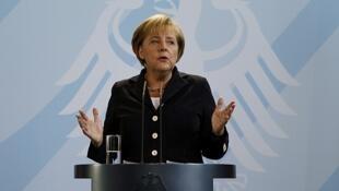 La canciller alemana Angela Merkel justificó ante la prensa la prolongación de la vida de las centrales nucleares.