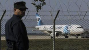 Chiếc máy bay Ai Cập bị cướp đang đậu tại sân bay Larcana, Chypre, 29/03/2016