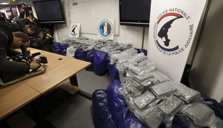 1,4 tonne de cocaïne appréhendée par la police dans le port du Havre et présentée à la presse le 21 février 2014.