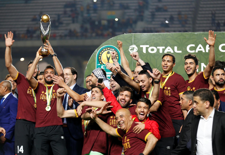 Les joueurs de l'Espérance Tunis fêtent leur quatrième sacre en Ligue des champions, ce 31 mai 2019, après une finale retour polémique.