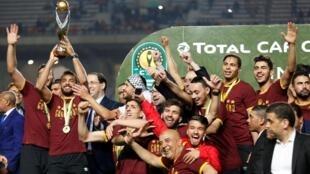 Les joueurs de l'Espérance Tunis fêtaient leur quatrième sacre en Ligue des champions, le 31 mai 2019, après une finale retour polémique.
