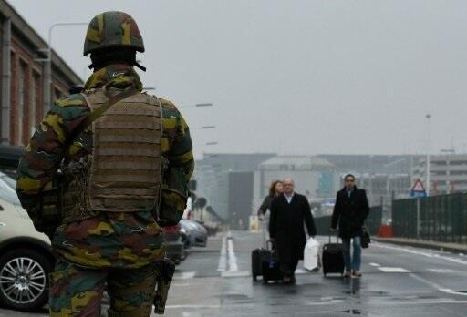 French prime minister Manuel Valls is calling for  tighter border security
