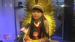 """Somos o termômetro do mundo"", diz a ativista indígena Célia Xakriabá."
