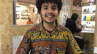 O escritor Alexandre Ribeiro