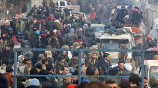 Aleppo: 34 mil pessoas já deixaram a cidade destruída.