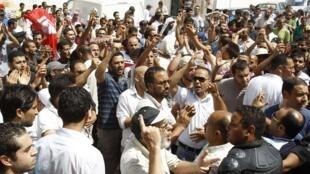 Manifestation contre le gouvernement tunisien intérimaire à la Kasbah à Tunis, le 15 juillet 2011.