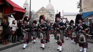 The Edinburgh Scotpipe Band in Montmartre