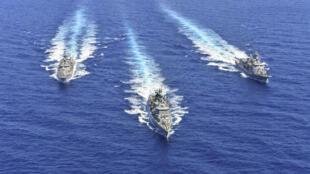 Des navires grecs participent à des exercices militaires conjoints avec l'Italie, la France et Chypre en Méditerranée orientale, le 25 août 2020.