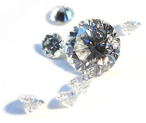 Diamonds are forever, until they go missing after an elaborate scam involving trade fairs, luxury hotels, 500-euro bills, fake experts and briefcases with double bottoms.