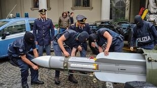 Hỏa tiễn địa đối không tịch thu của phe cực hữu. Ảnh do cảnh sát Ý cung cấp ngày 15/07/2019.