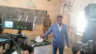 Shugaba Faure Gnassingbé a lokacin da ya kada kuri'arsa
