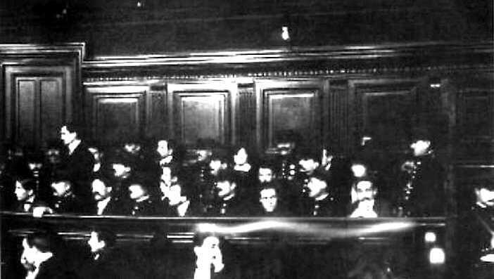Cliché de 1913, lors du procès des survivants de la bande à Bonnot.