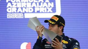 Le Mexicain Sergio Perez (Red Bull) vainqueur du GP d'Azerbaïdjan, à Bakou, le 6 juin 2021
