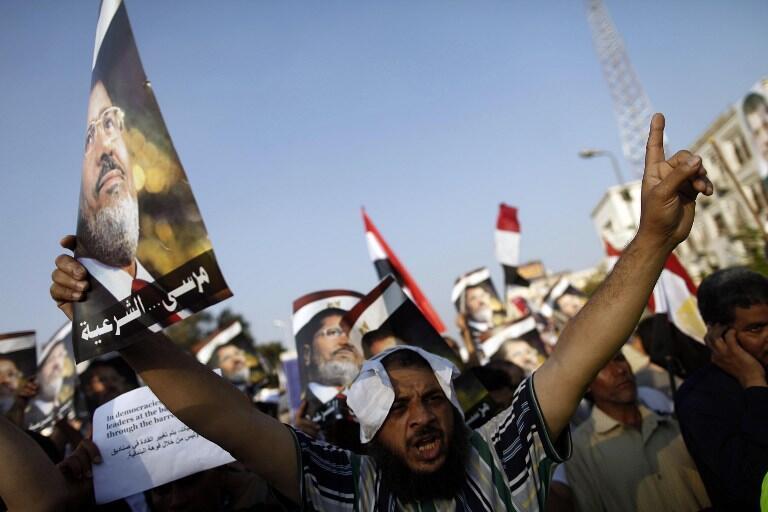 Des manifestants pro-Morsi, le dimanche 7 juillet au Caire.