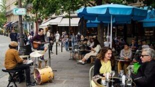 La terrasse d'un café parisien