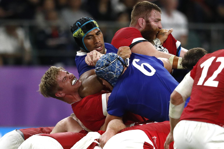 France's Sebastien Vahaamahina elbows Wales flanker Aaron Wainwright during their quarterfinals loss in Oita, Japan, 20 October 2019.