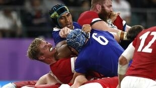 France's Sebastien Vahaamahina elbows Wales flanker Aaron Wainwright during their quarterfinals loss in Oita, Japan, 20 October 2019.