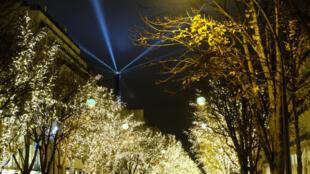 Đại lộ Montaigne (avenue Montaigne), quận 8, Paris, mùa Giáng Sinh 2017.