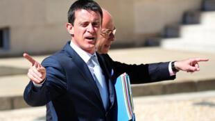 O primeiro-ministro Manuel Valls tem como missão baixar os impostos das pequenas empresas.