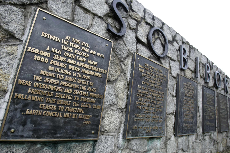 250 000 hommes, femmes et enfants juifs sont morts dans le camp d'extermination de Sobibor, en Pologne.