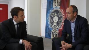Emmanuel Macron et Laurent Berger lors d'une rencontre au QG d'En Marche! le 20 avril 2017.