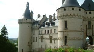 坐落在法国中央大区卢瓦河畔的肖蒙城堡