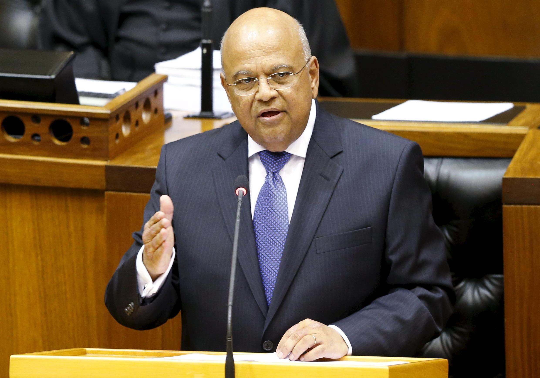 Le nouveau ministre sud-africain des Finances Pravin Gordhan avait déjà occupé cette fonction jusqu'en 2014. Ici, lors d'une allocution au Parlement à Cape Town le 26 février 2014.