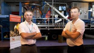 Charles Herrmann (D) and Philippe Durrhammer (G) ont remporté le premier prix du concours Lépine en 2015 grâce à un granulateur mobile.
