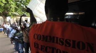 Opération de vote au Togo en mars 2010.