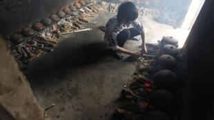 Kho cá chuẩn bị bán trong dịp Tết Giáp Ngọ 2014 tại làng Đại Hoàng, ngoại thành Hà Nội. Ảnh chụp ngày 06/01/2014.
