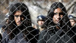 阿富汗边境警察抓捕的塔利班武装人员