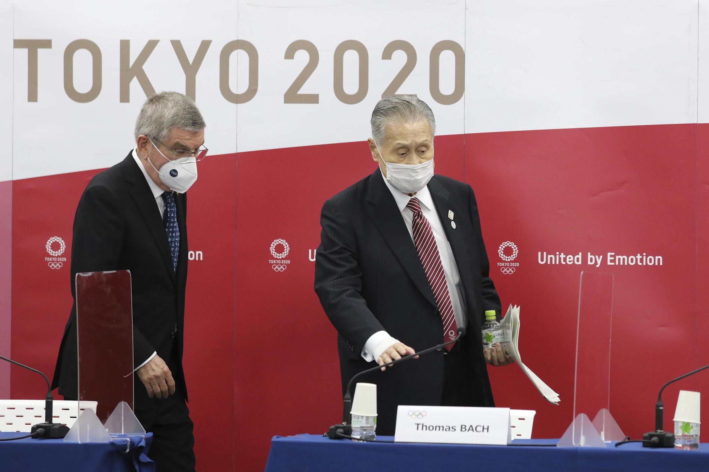 Le président du Comité international olympique, Thomas Bach, et le président du Comité d'organisation des JO de Tokyo, Yoshiro Mori, le 16 novembre 2020.