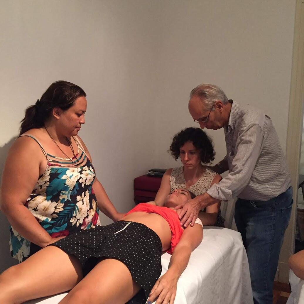 O fisioterapeuta francês Armand Angibaud durante um curso para novos terapeutas em São Paulo