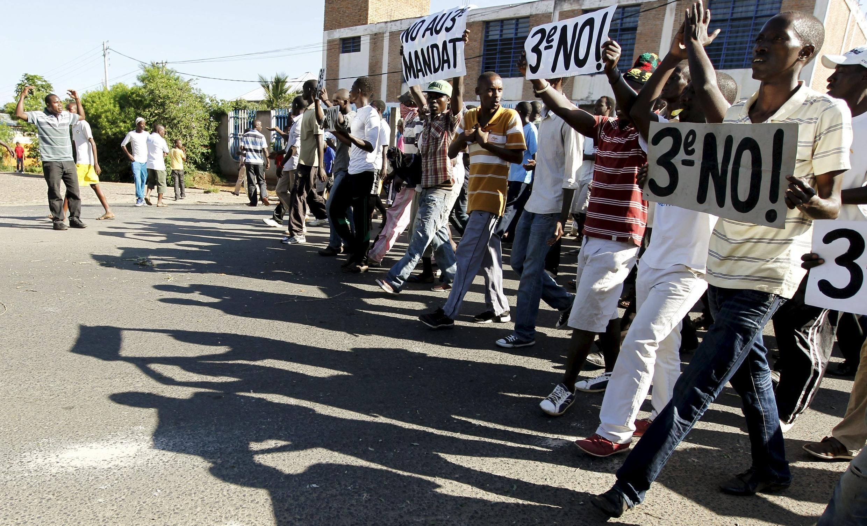 Protesters carrying placard's against Nkurunziza's third term, Bujumbura, 28 April 2015