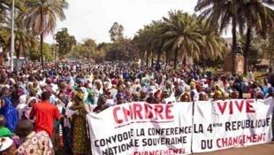 2013年1月10日,马里妇女在首都巴马科举行示威,呼吁政府谈判,结束武装冲突。