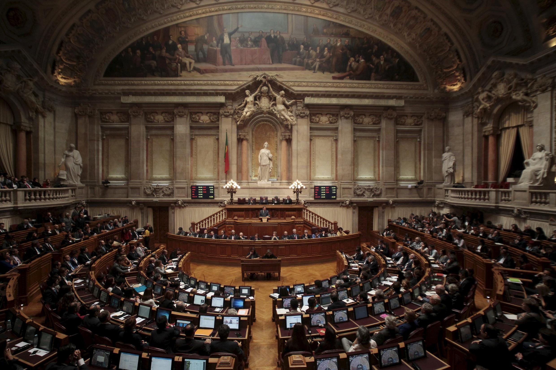 O novo governo conservador de Pedro Passos Coelho apresentou nesta segunda-feira seu programa ao Parlamento