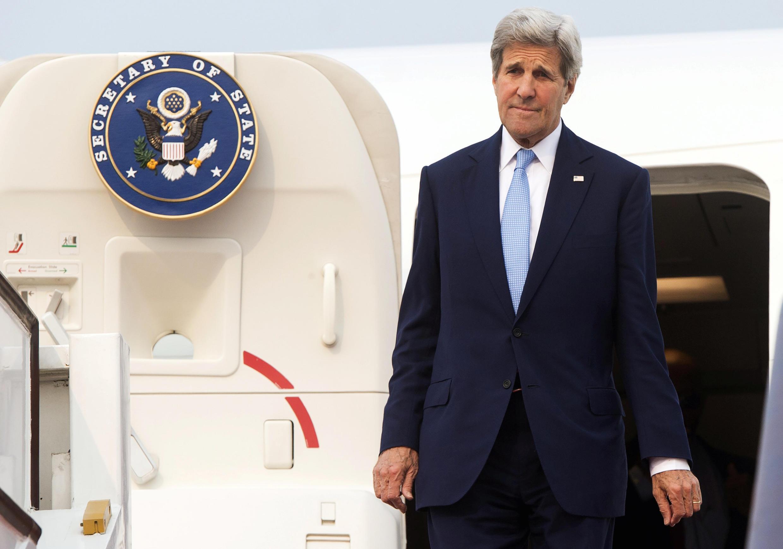 Le secrétaire d'Etat américain John Kerry a dénoncé la «militarisation» par Pékin des territoires disputés en mer de Chine.