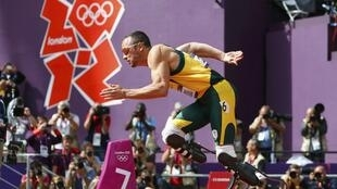 Oscar Pistorius, vận động viên Nam Phi trên đường chạy cự ly 400 m Olympic Luân Đôn, ngày 4/8/ 2012.
