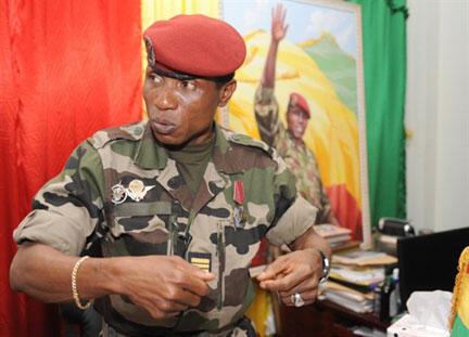 Le chef de la junte guinéenne Moussa Dadis Camara, ici le 30 septembre 2009, est aujourd'hui en exil au Burkina Faso..
