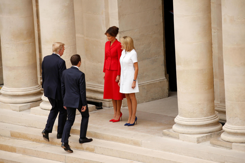 Президенты Франции и США Эмманюэль Макрон и Дональд Трамп и их жены Брижит Макрон и Меланья Трамп в Доме Инвалиов в Париже, 13 июля 2017 г.