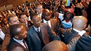 Le président Paul Kagamé à Aubervilliers en région parisienne, lors d'une rencontre la diaspora rwandaise d'Europe, le 11 septembre 2011.