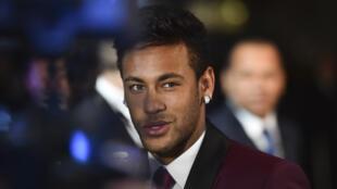 El delantero brasileño Neymar encabeza el listado de los futbolistas más caros del mundo.