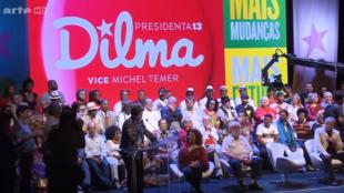 Em documentário, jornalistas francesas analisam como a destituição de Dilma Rousseff, eleita democraticamente por 54 milhões de brasileiros, pôde se efetivar facilmente.
